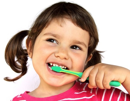 Chăm sóc răng miệng cho bé và những điều mẹ cần biết