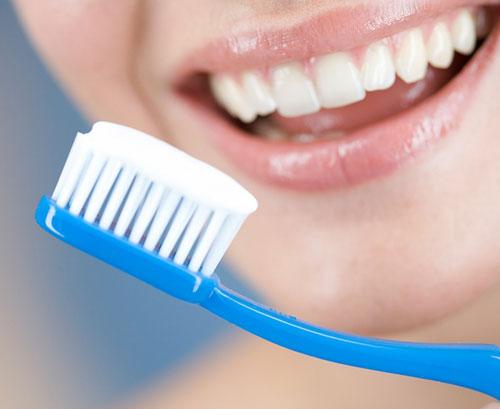 Hỏi: Chảy máu răng sau mỗi lần đánh răng?