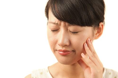 Đau răng hàm bên phải dữ dội