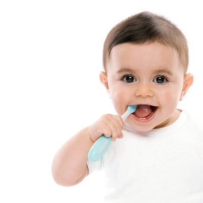 Trẻ em Việt hay bị sâu răng do đánh răng không đúng cách
