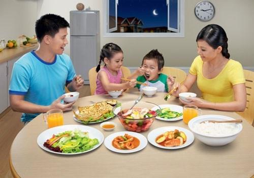 Hãy 'ăn sáng như vua, ăn tối như hành khất' để sống thọ